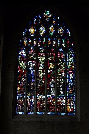 Basilique St-Sauveur: Vetrate