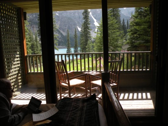 Moraine Lake Lodge: Looking out at the lake from inside the room