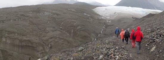 Kennicott, AK: Durante el camino de aproximación el paisaje es cambiante.