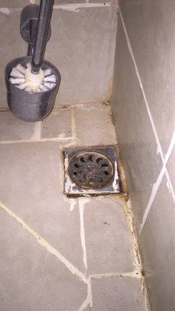 La Dolce Vita Hotel: Camera e bagno