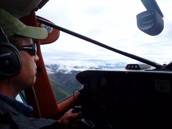Wrangell Mountain Air - Day Trips: Matthew. Piloto muy amable. Nos explicó todo lo que íbamos viendo.