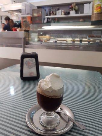 Francavilla di Sicilia, Italie : granita caffe con panna