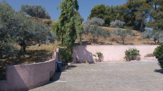 Archanes, Grecia: The front yard
