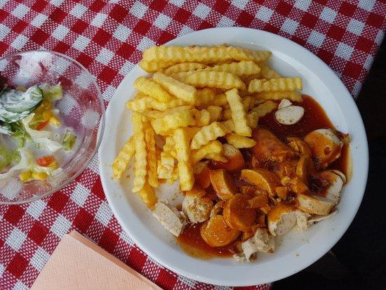 Lathen, Alemania: Currywurst auf kleinem Teller