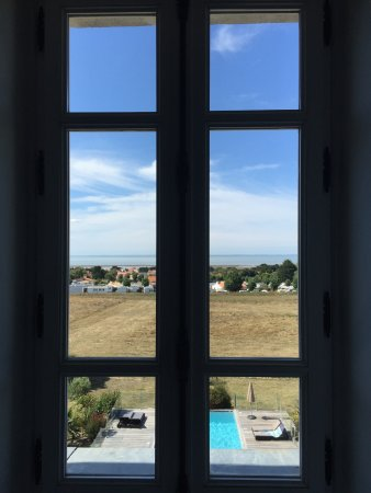 Chateau de la Gressiere: View from our room of the spa area below and ocean beyond.