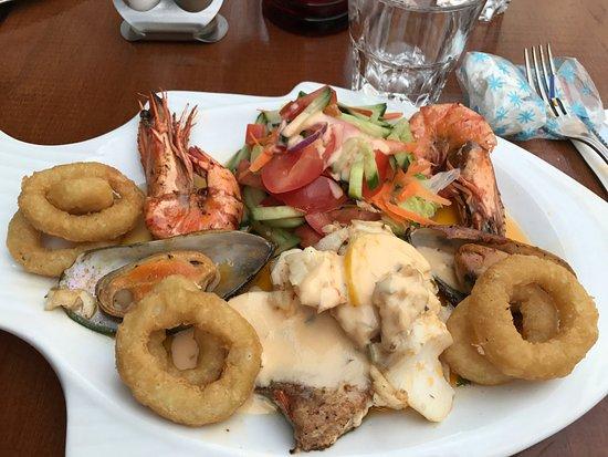El Torro: Mixed Grilled seafood plate looks good but taste poor