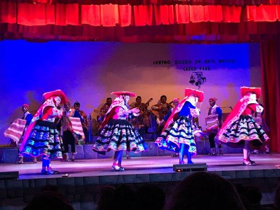 Centro Qosqo de Arte Nativo: Dancers on stage