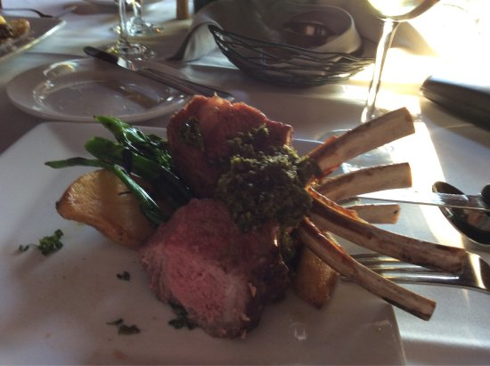 Floyd, VA: Rack of lamb that I couldn't wait to taste!
