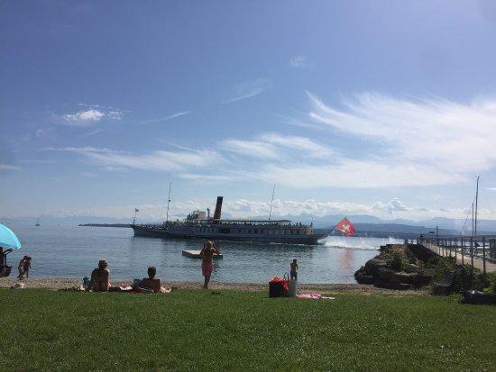 Celigny, Switzerland: Traumhaft schön, der Blick, die Lage, der See ...