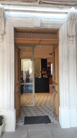 hall d\'entrée botique - Picture of La Maison Moga, L\'Isle-sur-la ...