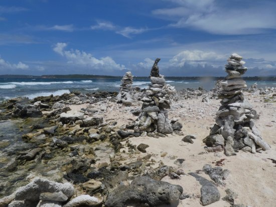 Oyster Pond, St. Maarten: Beach sculptures