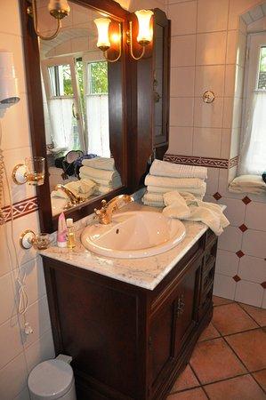 Mitterkirchen im Machland, Austria: Gustowna łazienka.