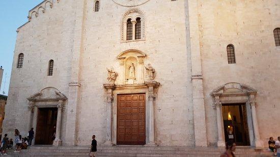 Basilica San Nicola: 20170826_194915_large.jpg