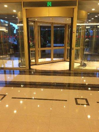 Ramada Pudong Airport Shanghai: the lobby