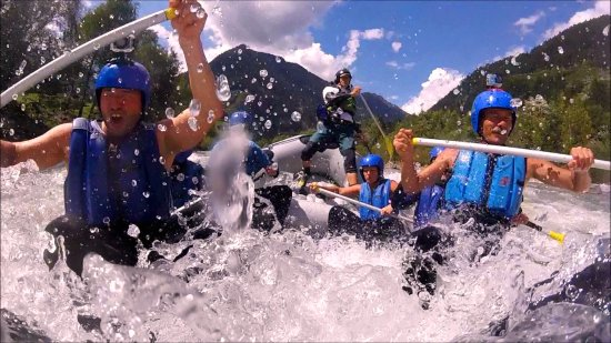 Ainet, Österreich: Rock'n'Roll Rafting on the Isel River, a river coming out directly from the Nationalpark in Aust