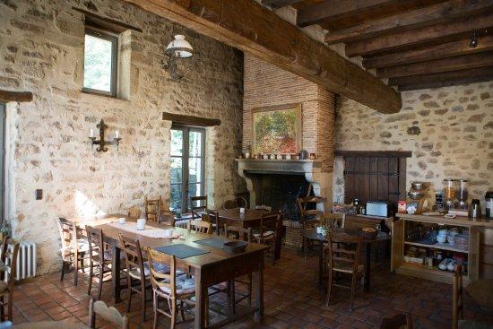 Pontaubert, France: si vous petit déjeuner à l'intérieur