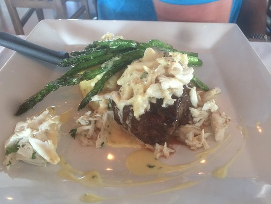 The Wharf: Wish it had tasted as amazing as it looked! Fell short in the flavor department...our server Eil