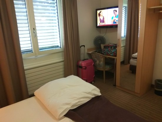 Olympia Hotel: IMG_20170710_124500_large.jpg