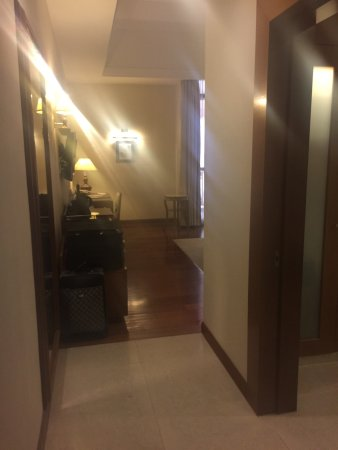 Royale Chulan Kuala Lumpur: Nice classical theme and large room but not much storage space (e.g. dressing area) and room act