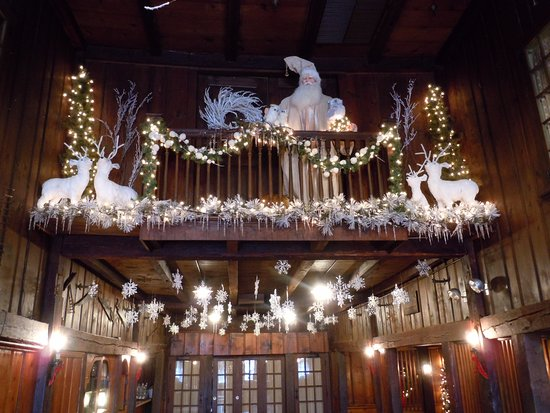 publick house historic inn the barn decorated for christmas - Barn Christmas Decorations
