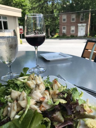 Grille 3501: Jumbo lump crab salad, pinot noir and a charming view.