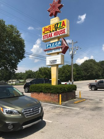 J and G Pizza and Steakhouse: Located right off the highway