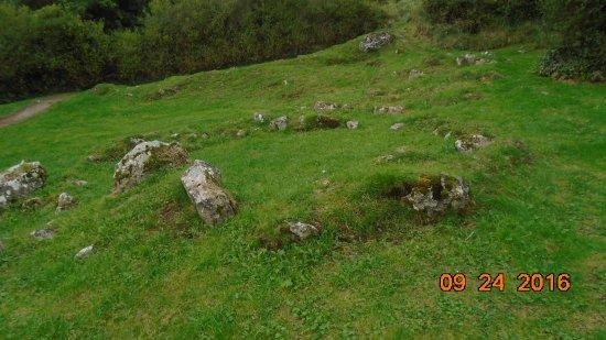 Lough Gur Visitor Centre: Paleolithic foundation stones