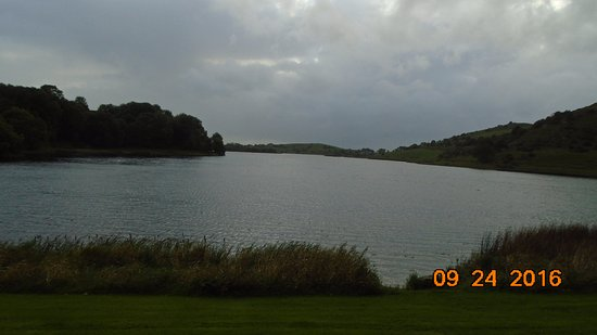 Lough Gur Visitor Centre: Adjacent water source, also defensive and transportation resource