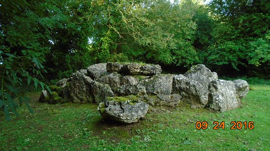 Bruff, Ireland: Wedge tomb near Lough Gur