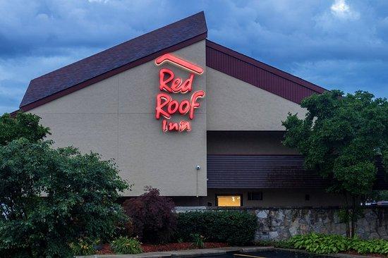 Red Roof Inn Detroit Metro Airport Belleville: Exterior Night