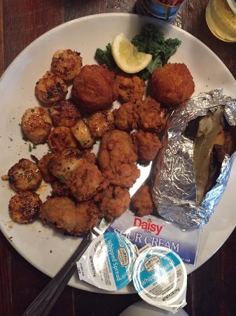 St. Marys, GA: Fried oysters, blackened scallops