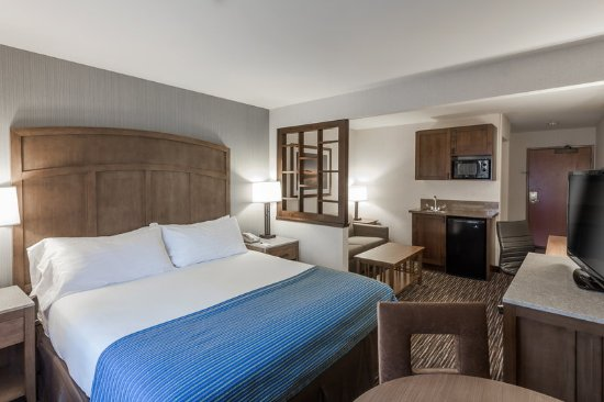 Holiday Inn Express Hotel & Suites Carpinteria: Oversized Guestrooms, Wet Bars Available