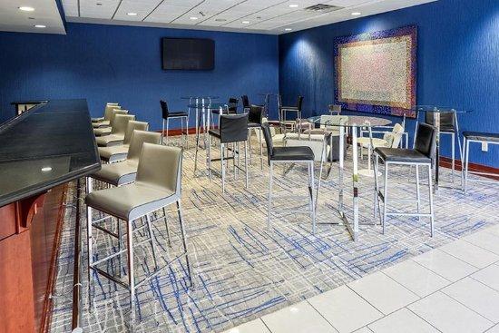 Hilton Garden Inn Louisville Northeast: Bar