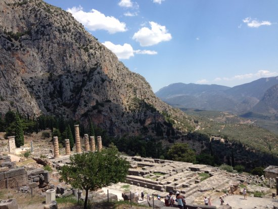 Delphi Archaeological Museum: Apollo temple