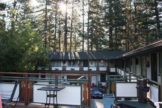 Alpenrose Inn : View of Inn from their upper deck