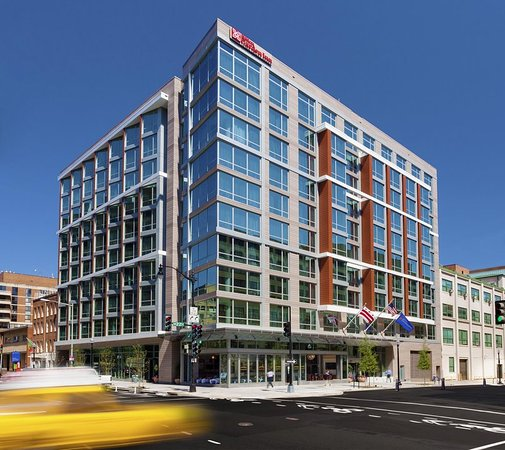 Hilton Garden Inn Washington DC / Georgetown Area : Exterior Daytime
