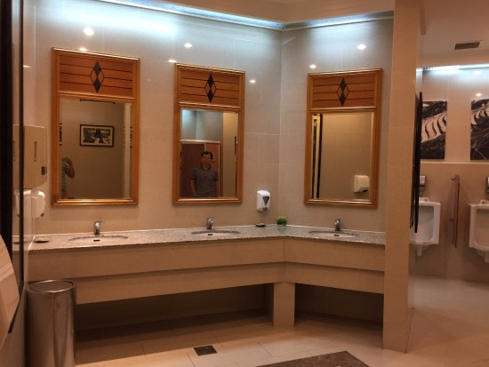 Melia Hanoi: Restroom is very clean and large