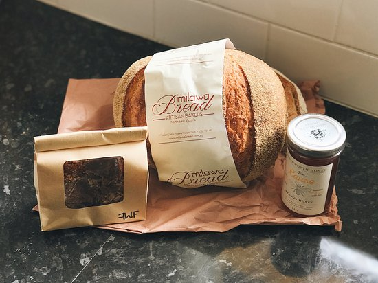 Food Wine Friends: Delicious gourmet souvenirs. Milwaukee bread (corn), Beechworth Honey and fudge hand-made by one