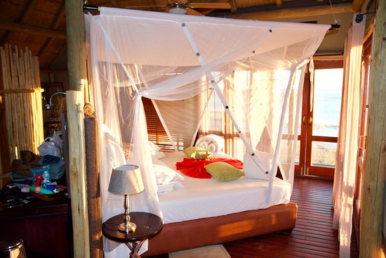 Onkoshi Camp: Chalet bed.