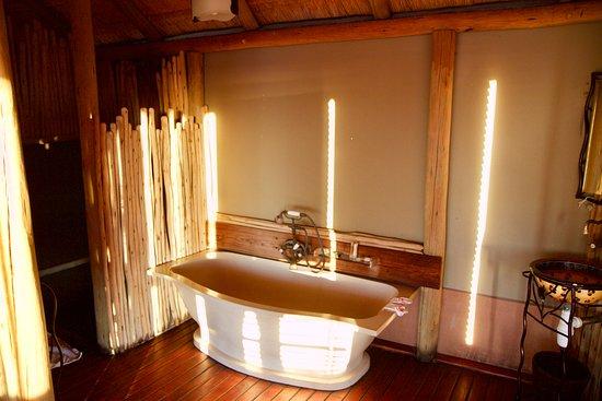 Onkoshi Camp: Chalet bathroom.