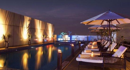 Radisson Blu Hotel Pune Kharadi: Roof Top Swimming Pool