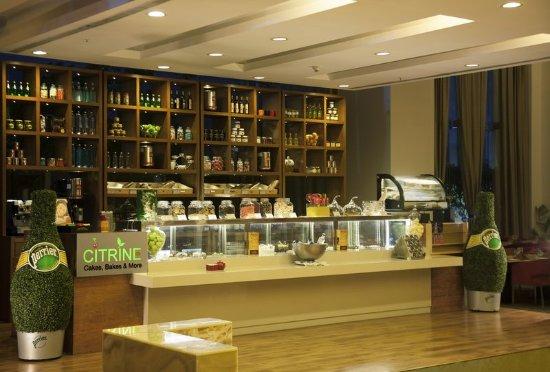 Radisson Blu Hotel Pune Kharadi: CITRINE - Cake & Bake Shop