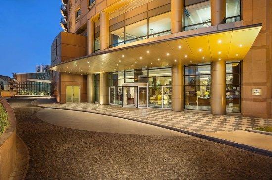 Hilton Beirut Metropolitan Palace: Hotel Facade