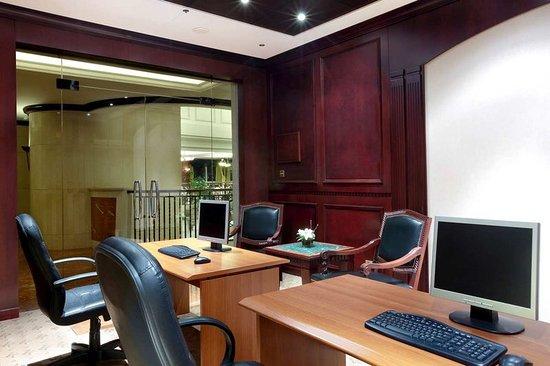 Hilton Beirut Metropolitan Palace: Business Center