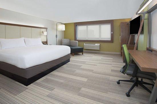 Platteville, WI: King Bed Guest Room