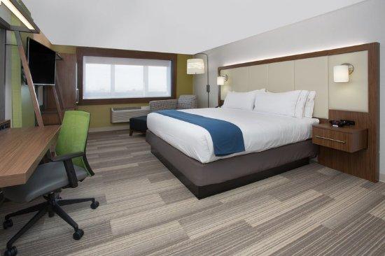 Platteville, Wisconsin: King Bed Guest Room