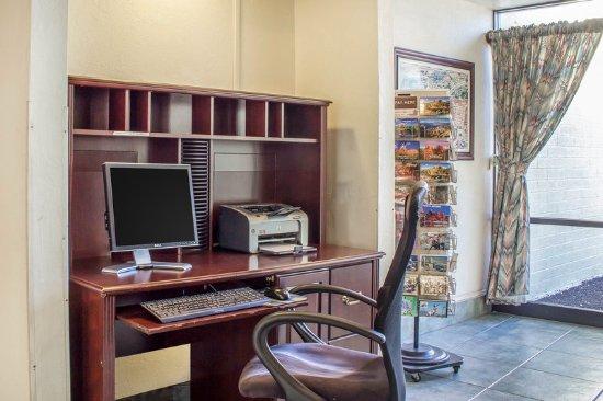 Quality Inn I-40 & I-17: Business center