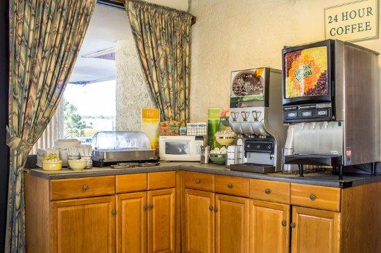 Quality Inn I-40 & I-17: Breakfast
