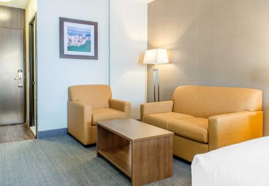 Quality Hotel Dorval Aeroport : Guest room