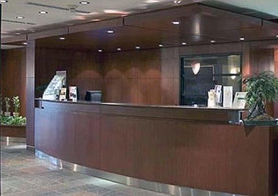 Quality Hotel Dorval Aeroport : Front desk